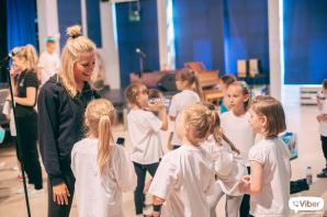 Pop star Pixie drops in to help aspiring performers